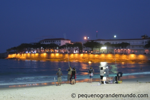 Canto direito de Copacabana, ao lado do Forte, ao anoitecer