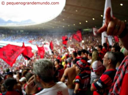 Maracanã (antes da reforma) em dia de jogo do mengão