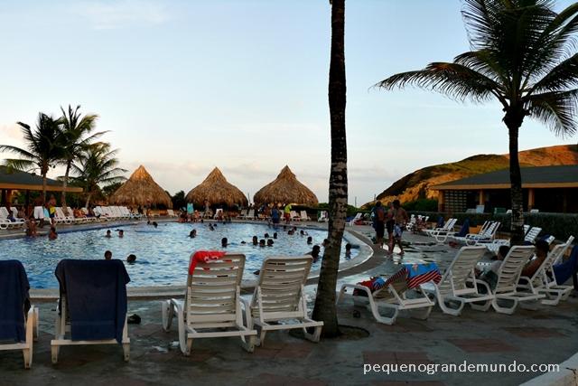Piscina do Portofino Hotel, em Isla Margarita