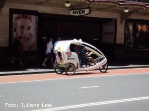 """O green taxi ilustra a preocupacao com meio ambiente aqui."" Juliana Leal"