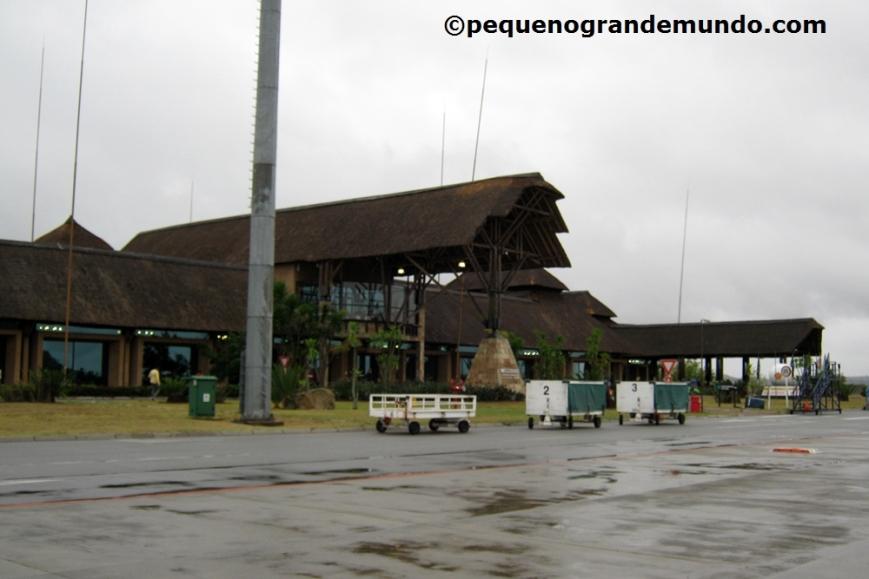 Surpresa (ma delas) em Nelspruit: aeroporto parece um quiosque! Fofo e minúsculo!