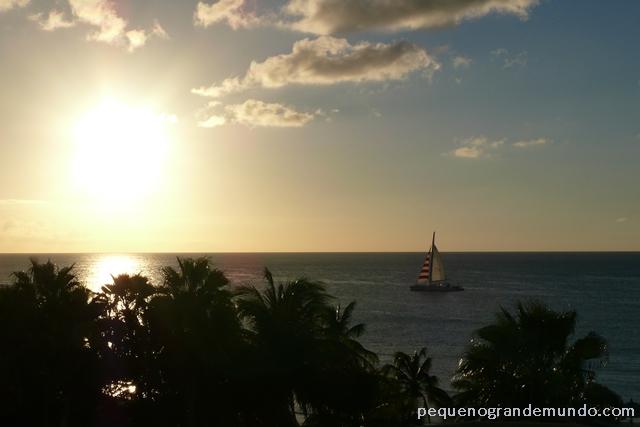 Vendo o sol se deitar do quarto do hotel, em Palm Beach