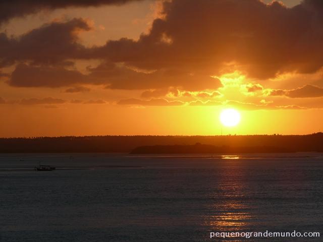 Ao som de Bolero de Ravel, e mais palmas, na lagoa Guaraíras, em Timbau do Sul.
