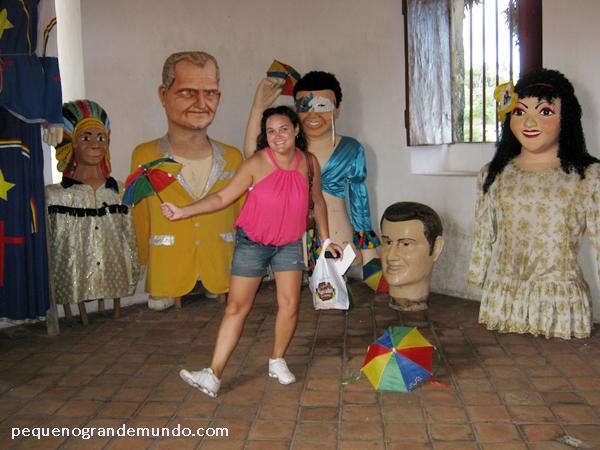 Pra não faltar a foto paxá: sombrinhas de frevo e bonecos gigantes no Mercado da Ribeira