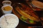Banda de Tambaqui com acompanhamentos. O arroz pode ser branco ou baião de dois.