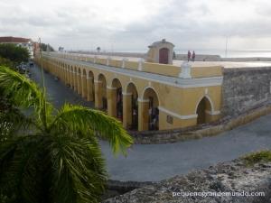Las Bóvedas, em um passeio sobre as muralhas no final da tarde