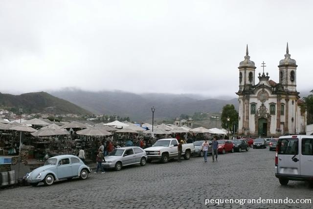 Feira do Largo do Coimbra, ao lado da Igreja de São Francisco de Assis