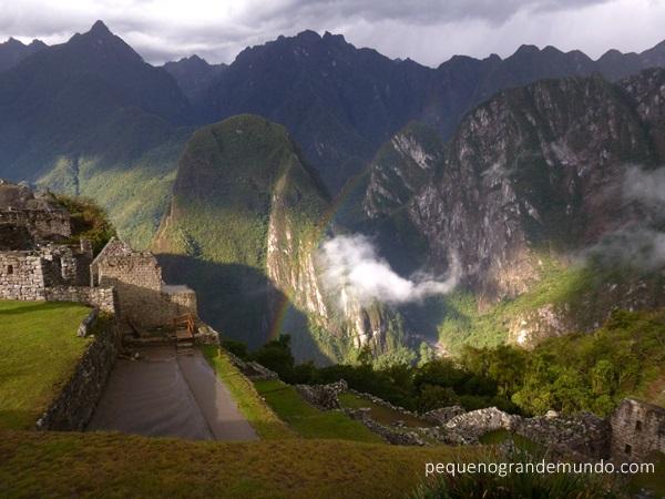 Chuva e sol em Machu Picchu: arco-íris e muita energia boa!