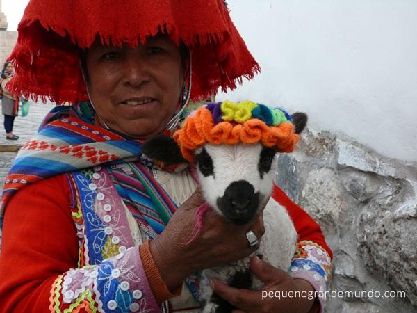mulher peruana com roupa típica