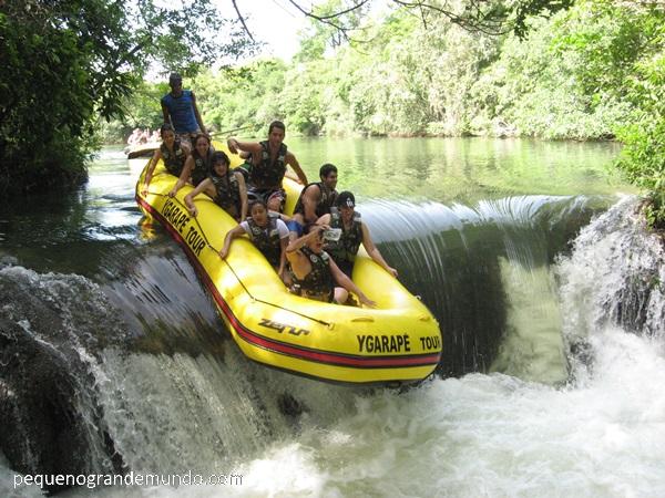 Rafting (passeio de bote) no Rio Formoso. Foto feita pela equipe do Ygarapé Tour (e comprada em CD)