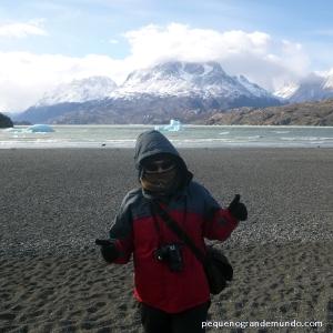 Será que tá frio? Neve e icebergs em Torres del Paine. E vestuários quase constante na viagem: toda coberta, 3 camadas de roupas.