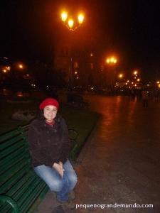 Frio a noite na Plaza de Armas