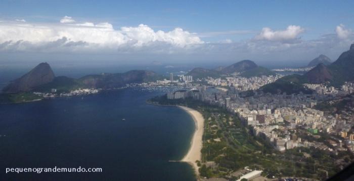 Praia do Flamengo, e enseada de Botafogo ao fundo