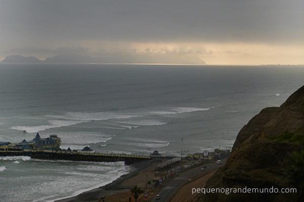 Põr-do-sol na nublada Lima
