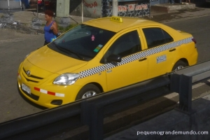 Já os táxis comuns na Cidade do Panamá, são amarelos. E não possuem taxímetro. Você precisa combinar  o preço da corrida.