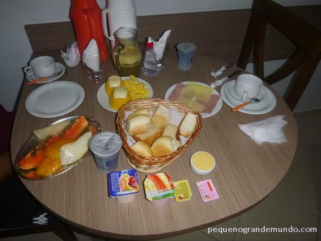 Akropolis café da manhã