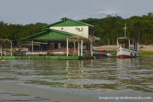 Casa flutuante, Rio Tarumã Açú, Manaus